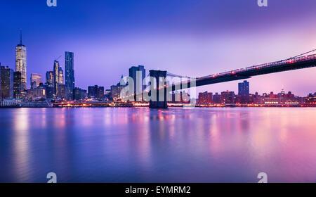 New York City - bellissima alba su manhattan con Manhattan e il ponte di Brooklyn, Stati Uniti d'America Foto Stock