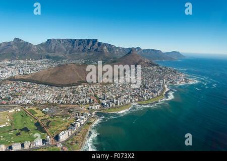 Vista aerea della città e spiagge, Cape Town, Provincia del Capo occidentale, Repubblica del Sud Africa Foto Stock