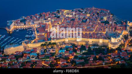 Dubrovnik visto da sopra. Dubrovnik è una città croata del Mare Adriatico, nella regione della Dalmazia. Foto Stock