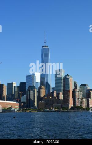 La parte inferiore di Manhattan skyline lungo il fiume Hudson.