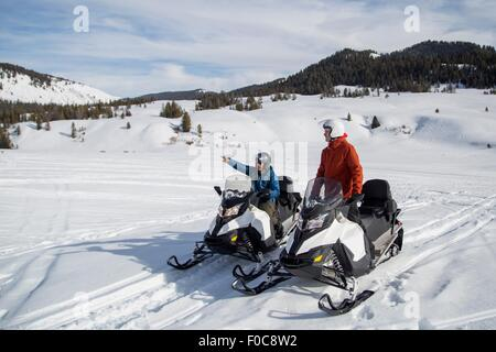 Amici in motoslitta, Jackson Hole, Wyoming Foto Stock