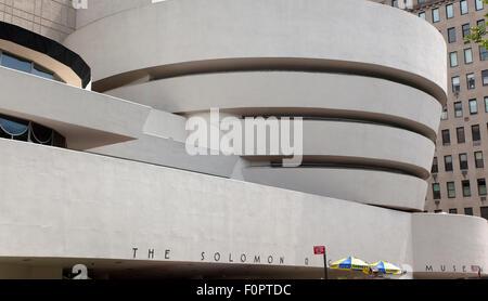Stati Uniti d'America, nello Stato di New York, New York City, Manhattan, esterno del Solomon R Guggenheim Museum Foto Stock