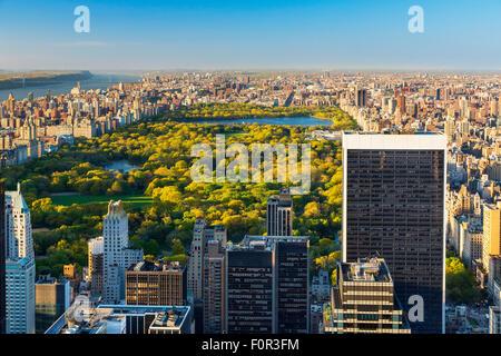 La città di New York, vista su Central Park dalla parte superiore della roccia Foto Stock