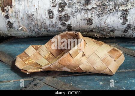 Federazione Nazionale di scarpe di vimini della corteccia di betulla (Tiglio)  Foto Stock 5124575590d