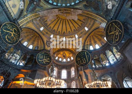 Area principale dell'Hagia Sophia, a cupola, Ayasofya, interno, Sito Patrimonio Mondiale dell'UNESCO, lato europeo, Foto Stock