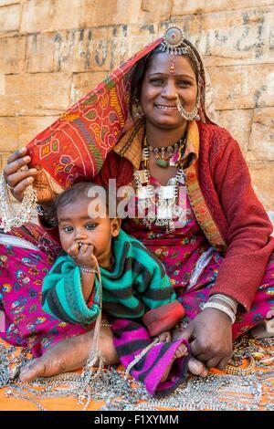 India Rajasthan, Jaisalmer, gipsy donna dal deserto del Thar Foto Stock