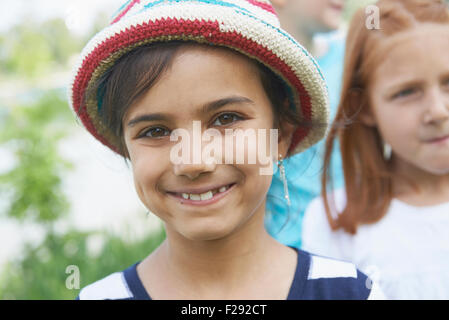 Ritratto di una ragazza sorridente, Baviera, Germania Foto Stock