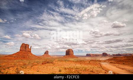 Il Monument Valley Navajo Tribal Park, Utah, Stati Uniti d'America. Foto Stock