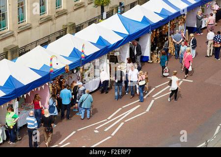 ALDI sponsorizzato decimo Bolton Food and Drink Festival 2015 di stallo di mercato da sopra la navigazione street Foto Stock