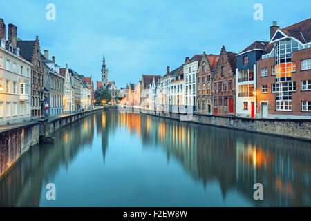 Jan van Eyck quadrato sopra le acque Bruges Foto Stock