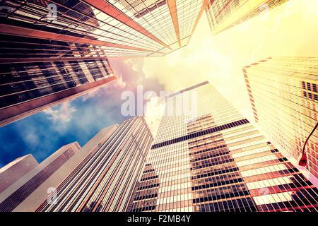 Vintage instagram filtrata foto di grattacieli di Manhattan al tramonto, New York City, Stati Uniti d'America. Foto Stock