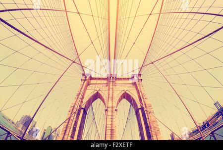 Vintage filtrata fisheye foto del Ponte di Brooklyn a New York City, Stati Uniti d'America. Foto Stock