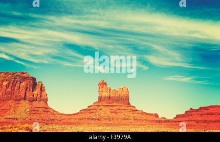 Retrò vecchio stile film formazioni rocciose nella Monument Valley, Utah, Stati Uniti d'America. Foto Stock