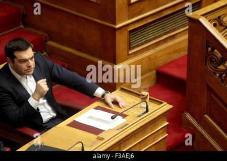Atene, Grecia. 3° Ott, 2015. Il Primo Ministro greco, Alexis Tsipras assiste un giuramento delle neo eletto i membri del Parlamento ad Atene, capitale della Grecia, ad Ottobre 3, 2015. Credito: Marios Lolos/Xinhua/Alamy Live News Foto Stock