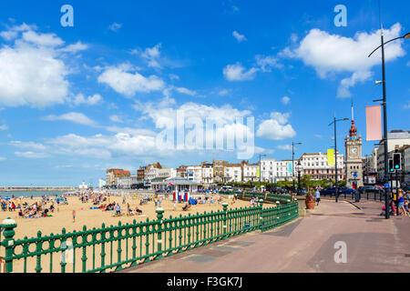 Il lungomare e la spiaggia a Margate, Kent, England, Regno Unito Foto Stock