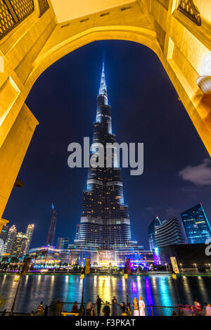 DUBAI, Emirati Arabi Uniti - 10 febbraio: Burj Khalifa facciata su 10 Febbraio 2014 a Dubai, UAE. Il Burj Khalifa Foto Stock