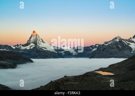 Il Cervino con nuvole a sunrise, Svizzera Foto Stock
