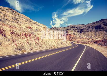 Vintage retrò stilizzata country road, STATI UNITI D'AMERICA. Foto Stock
