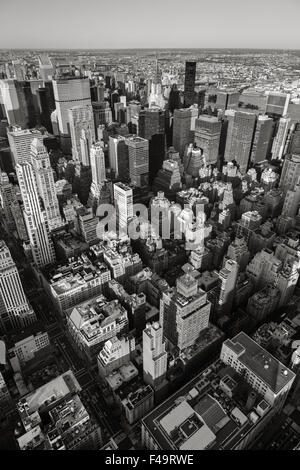 Vista aerea di New York cityscape da Manhattan Midtown East a lato est superiore. La veduta urbana di New York grattacieli Foto Stock