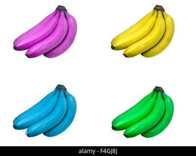 Quattro set di grappoli di banane viola oscurata, giallo, blu e verde isolato su sfondo bianco. Foto Stock