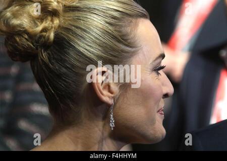 Londra, Regno Unito. Xviii oct, 2015. Kate Winslet frequentando 'Steve lavori' gala di chiusura al BFI London Film Festival di Odeon Leicester Square a Londra, Regno Unito. Credito: Stills Press/Alamy Live News Foto Stock