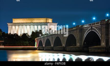 Il Lincoln Memorial e Ponte di Arlington, in Washington DC, di notte Foto Stock