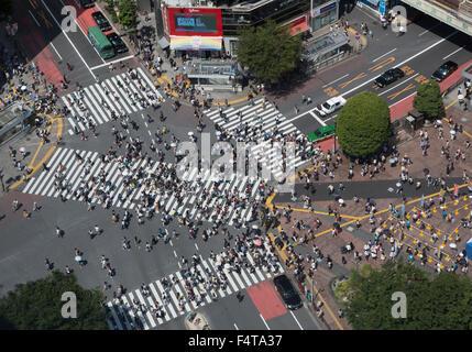 Giappone Tokyo City, il quartiere Shibuya, Hachiko Crossing, Stazione di Shibuya uscita Ovest. Foto Stock