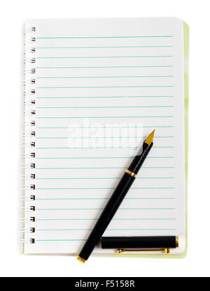 Penna a inchiostro su foderata di carta notepad isolato su bianco Foto Stock