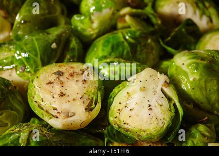 Pan fritto cavolini di Bruxelles Foto Stock