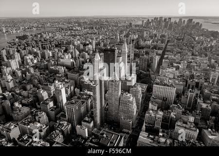 In bianco e nero vista aerea della città di New York grattacieli di Midtown, Chelsea, East Village e la parte inferiore Foto Stock