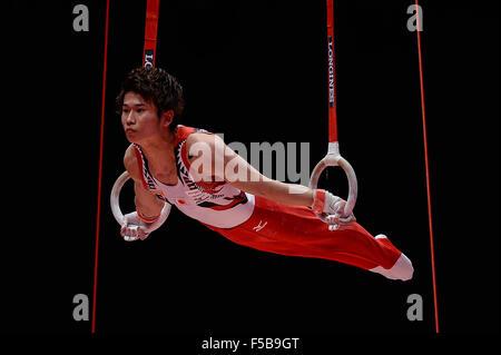 Glasgow, Regno Unito. 30 ott 2015. KAYA KAZUMA dal Giappone compete sugli anelli durante l'uomo tutto attorno alla Foto Stock