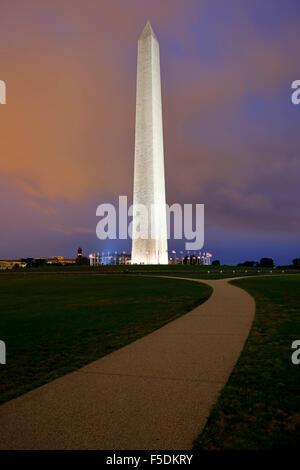 Washington Memorial e bandierine americane, Washington, Distretto di Columbia USA Foto Stock