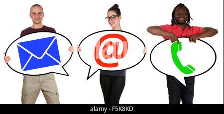 Giovani comunicazione contatti telefono, posta o posta elettronica online isolato Foto Stock
