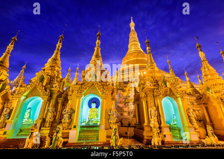Shwedagon pagoda in Yangon, Myanmar. Foto Stock