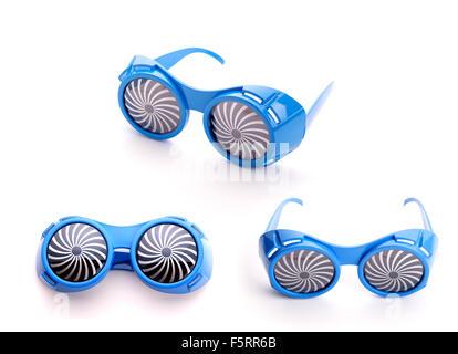 Tre paia di partito occhiali blu per party su sfondo bianco Foto Stock