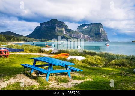 Isola di Lord Howe, Mare di Tasman, Nuovo Galles del Sud, Australia, Lagoon Beach con Mount Lidgbird e Monte Gower Foto Stock