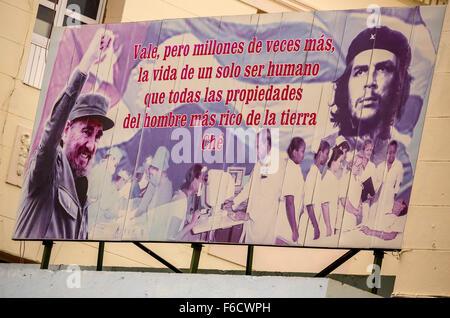 Poster con Fidel Castro e Che Guevara, poster pubblicitari, politici poster poster di propaganda, La Habana, Havana, Foto Stock