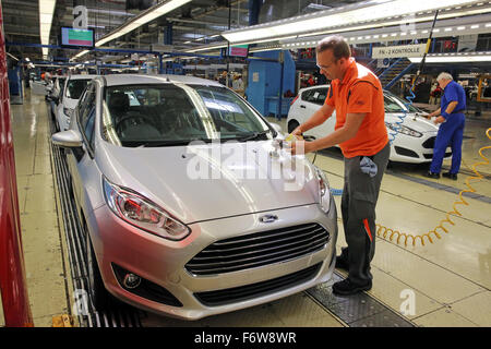 Ford Fiesta di produzione sulla linea di assemblaggio, impianto di Colonia, Germania Foto Stock