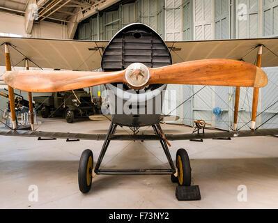 La parte anteriore del vecchio Bristol F2b WWI Fighter Aircraft in il museo di Duxford Foto Stock