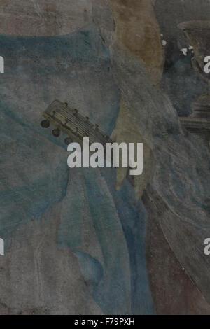 Mignon abito di dettagli quali parte della sua mano azienda uno strumento musicale. Dipinto da Manos Papamalis Kontias Foto Stock