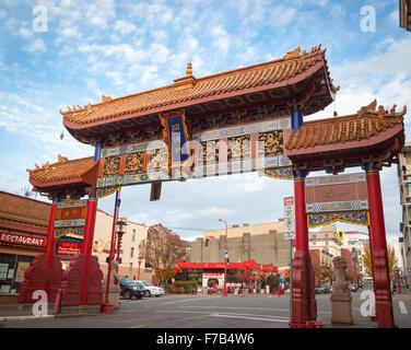 Il cancello di armoniosa interesse a Chinatown, Victoria, British Columbia, Canada. Foto Stock