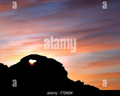 Arcata con sunrise. La Valle del Fuoco del parco statale, Nevada Foto Stock