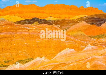 Forme Coloful a Zhanhye Danxie Geo Park, la Cina nella provincia del Gansu, Ballands erosi in colori muliple Foto Stock