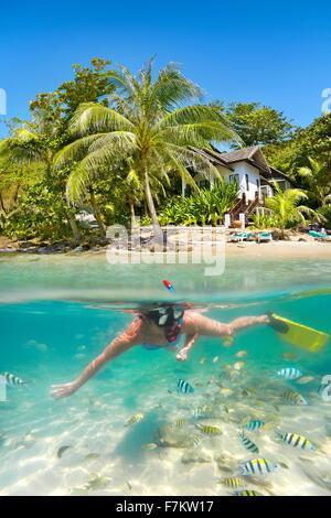 Thailandia beach - snorkeling nel mare tropicale, Ko Samet Island, Thailandia Foto Stock