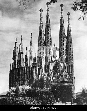 Fotografia della Basílica i Temple Expiatori de la Sagrada Família (Sagrada Família). Una grande chiesa cattolica Foto Stock