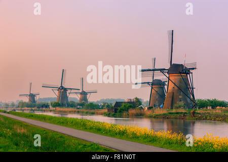 I famosi mulini a vento a Kinderdijk, South Holland, Paesi Bassi Foto Stock