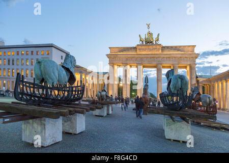 Lapidarium , Aria Aperta Exebition da Gustavo Aceves a Parigi Sqaure, la Porta di Brandeburgo, Berlino Foto Stock
