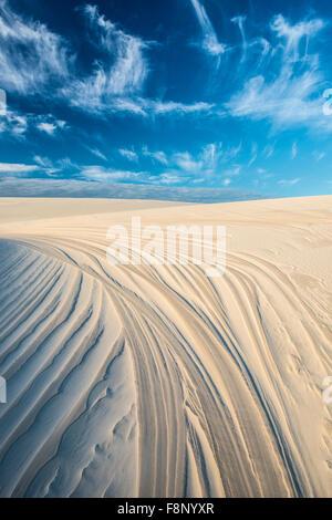 Modelli di dune e il cielo, Lencois Maranhenses National Park, Brasile, Oceano Atlantico Foto Stock