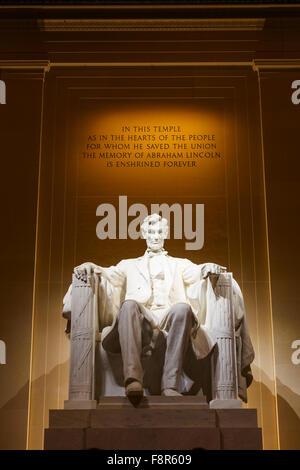 Lincoln Memorial illuminata di notte a Washington DC Foto Stock