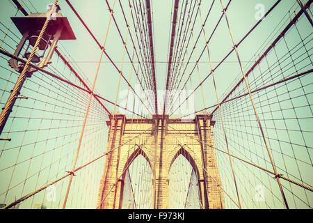 Retrò tonica foto del Ponte di Brooklyn a New York City, Stati Uniti d'America. Foto Stock
